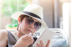 Beautiful asian woman sitting on the chair and reading a text me Stock Photography