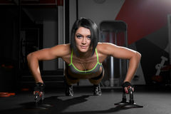 Beautiful athletic woman is pushed up Royalty Free Stock Photos