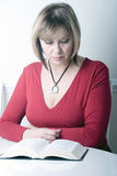 Beautiful attractive middle age woman reading Royalty Free Stock Photos