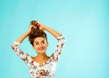 Beautiful attractive woman standing over blue background and hol Stock Photography
