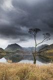 Beautiful Autumn Fall landscape image of Lake Buttermere in Lake Royalty Free Stock Photography