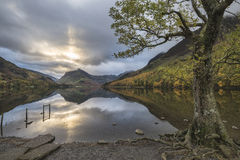 Beautiful Autumn Fall landscape image of Lake Buttermere in Lake Royalty Free Stock Photos