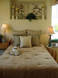 Beautiful Bed Room. Beautiful guest bed room with end tables and lamps Royalty Free Stock Images