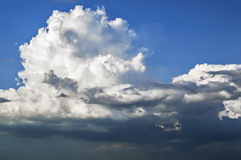 Beautiful big clouds floating in the sky. Royalty Free Stock Photos