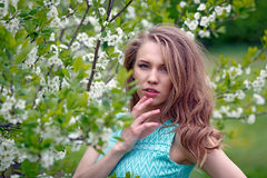 Beautiful blonde girl is standing in the Park Royalty Free Stock Photos