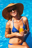 Beautiful blonde woman wearing a hat and sunglasses, enjoying th Royalty Free Stock Photos