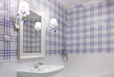 Beautiful blue and white bathroom Royalty Free Stock Photos
