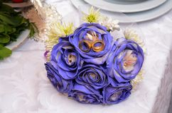 Blue wedding bouquet and rings. Beautiful blue and white fresh flowers wedding bouquet Royalty Free Stock Photos