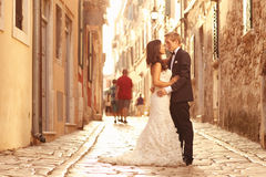 Beautiful bridal couple at sunset on the streets of Venice Royalty Free Stock Photos