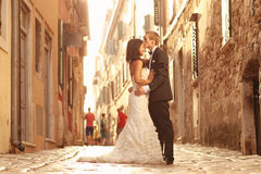 Beautiful bridal couple at sunset on the streets of Venice Stock Images