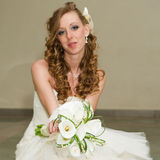 Beautiful bride with a bouquet of calla lilies Royalty Free Stock Photos