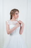 Beautiful bride with fashion wedding hairstyle and make up Royalty Free Stock Photos