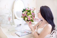 Beautiful bride in a white dress with a wedding bouquet of pink Stock Photography