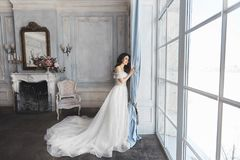 Free Beautiful Bride, Young Model Brunette Woman, In Stylish Wedding Dress With Naked Shoulders, With Bouquet Of Flowers In Royalty Free Stock Images - 114243349