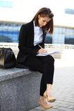 Beautiful brunette business woman working on a tablet Royalty Free Stock Photos