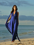 Beautiful brunette girl posing at the ocean shoreline Royalty Free Stock Photography