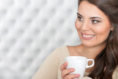 Beautiful brunette woman drinking coffee Royalty Free Stock Photography
