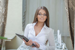 Beautiful business woman posing with tablet PC Royalty Free Stock Images