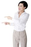 Beautiful business woman showing copy space Royalty Free Stock Photography