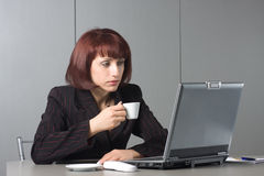 Beautiful businesswoman with a coffee cup in hand Royalty Free Stock Photos