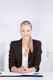 Beautiful businesswoman sitting at her office desk Royalty Free Stock Images