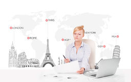Beautiful businesswoman with world map and major landmarks of th Royalty Free Stock Photography
