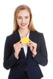 Beautiful caucasian business woman holding yellow empty personal Royalty Free Stock Photography