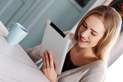 Beautiful caucasian causal woman with tablet. Royalty Free Stock Images