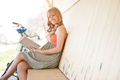 Beautiful Caucasian woman reading outdoor Stock Photography
