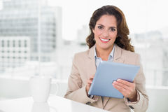 Beautiful cheerful businesswoman using tablet Royalty Free Stock Photos