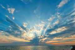 Beautiful clouds with the setting sun over the sea Royalty Free Stock Photos