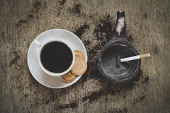 Beautiful coffee with rosetta latte art on top of the vintage wooden table and green ashtray Royalty Free Stock Photos