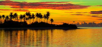 Beautiful colorful sunset in tropical island at Royalty Free Stock Photos