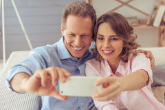 Beautiful couple with gadget Royalty Free Stock Photos