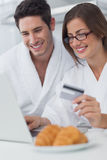 Beautiful couple purchasing online Royalty Free Stock Photos