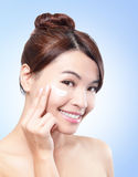 Beautiful face of girl applying moisturize cream Royalty Free Stock Images