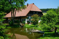 Beautiful farmhouse with pond in the Black Forest Stock Photos