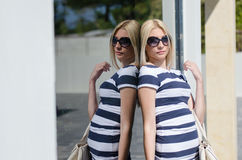 Beautiful fashion blonde woman wear sunglasses Royalty Free Stock Photos