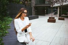 Beautiful female chatting on her mobile phone, surfing internet Royalty Free Stock Photos