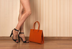 Beautiful female legs, shoes and bag Royalty Free Stock Photography