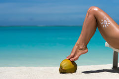 Beautiful female legs in the tropical beach conceptual image of Royalty Free Stock Photos