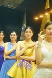 Beautiful female models show gold jewelry at the Shenzhen International Jewelry Show Stock Image