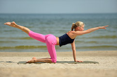 Beautiful female workout on the beach Royalty Free Stock Photos