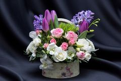 A beautiful floral spring arrangement Royalty Free Stock Photos