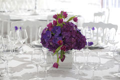 Beautiful flower bouquet decoration on wedding table Royalty Free Stock Photos