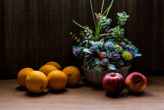 Beautiful flower bouquet and fresh Oranges with apples Royalty Free Stock Photos
