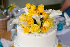 Beautiful flowers on top of a wedding cake Royalty Free Stock Photography