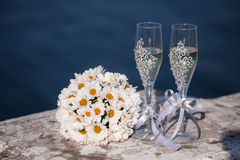 Beautiful fresh flowers bouquet and two glasses of champagne Royalty Free Stock Photos