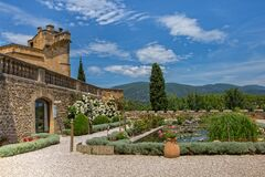 Free Beautiful Garden With A Pond In The Château De Lourmarin Royalty Free Stock Photography - 186657687