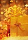 beautiful gift golden Στοκ φωτογραφία με δικαίωμα ελεύθερης χρήσης